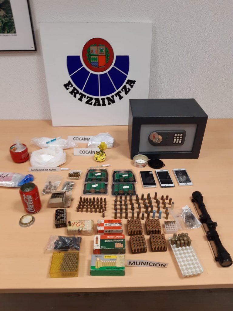 Ertzaintzak kilo erdi bat kokaina eta munizioa aurkitu ditu Santurtziko taberna batean