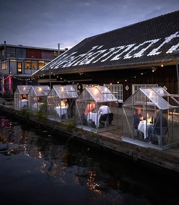 Un restaurante holandés instala invernaderos para proteger a sus clientes del COVID-19