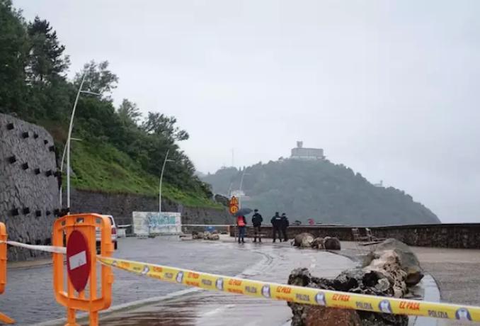 Cerrado el Paseo Nuevo de San Sebastián por un desprendimiento