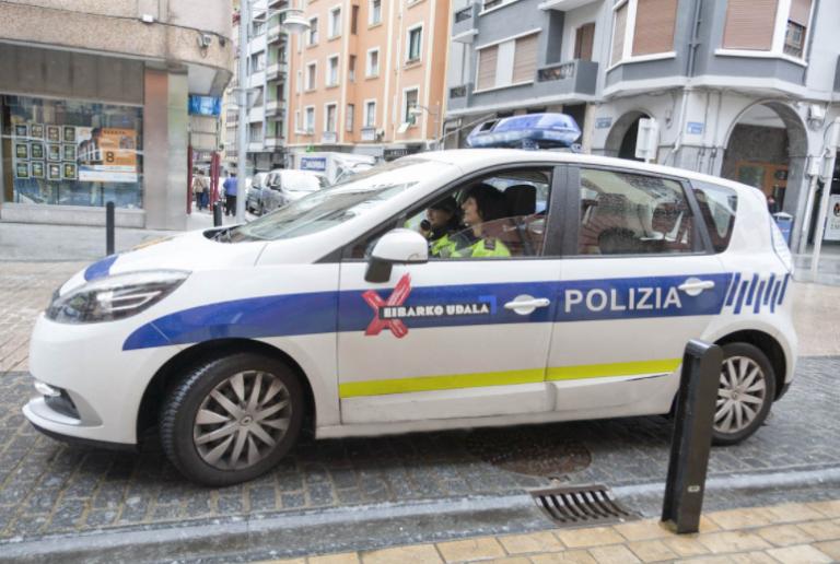 La Policía Local de Eibar, obligada a llevar armas de fuego